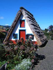 Madeira-Traditionelles Bauernhaus in Santana_wikipedia