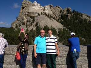 Richard und Philipp Heideker am Mount Rushmore Memorial