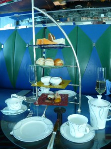 Burj-Al-Arab_Afternoon_Tea_Etagere_Heideker_Reisen