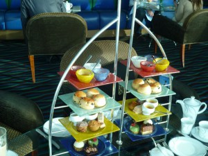 Dubai-Burj-Al-Arab-Hotel-Afternoon-Tea-Heideker-Reisen-AVH-25