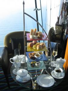 Dubai-Burj-Al-Arab-Hotel-Afternoon-Tea-Heideker-Reisen-AVH9
