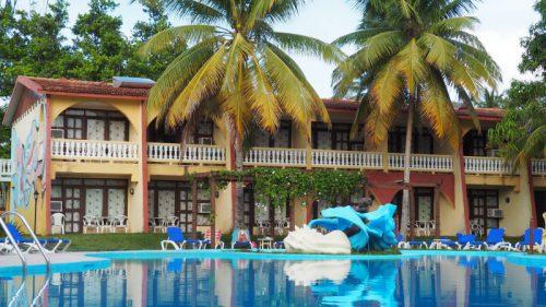 Kuba-Baracoa-Porto-Santo-Hotel-Pool-Heideker-Reisen